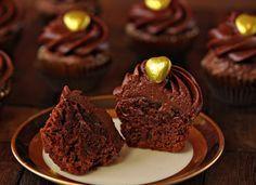 Μια πολύ εύκολη συνταγή για αρχάριους, για υπέροχα cupcakes μερέντας με 4 μόνο υλικά. Λαχταριστά κεκάκια,από το ohnuts.com, με υγρή και γεμάτη γεύση μερέν
