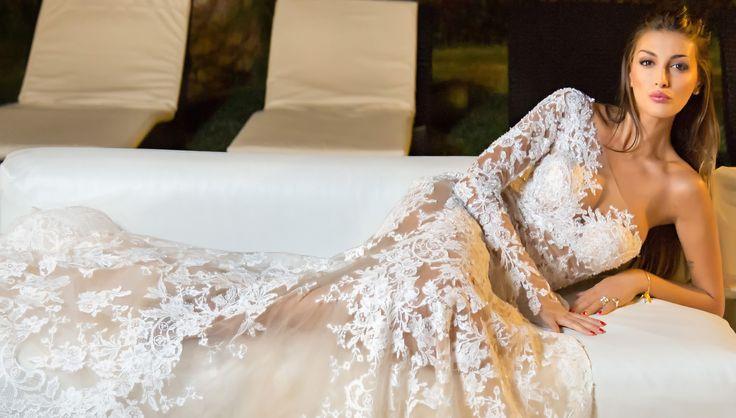 Cristina Buccino posa per Alessandro Angelozzi - Cristina Buccino in abito da sposa. Per fare il grande passo? Tra poco è il suo compleanno, scopriamo cosa c'è dietro queste foto. - Read full story here: http://www.fashiontimes.it/2015/06/cristina-buccino-posa-per-alessandro-angelozzi/