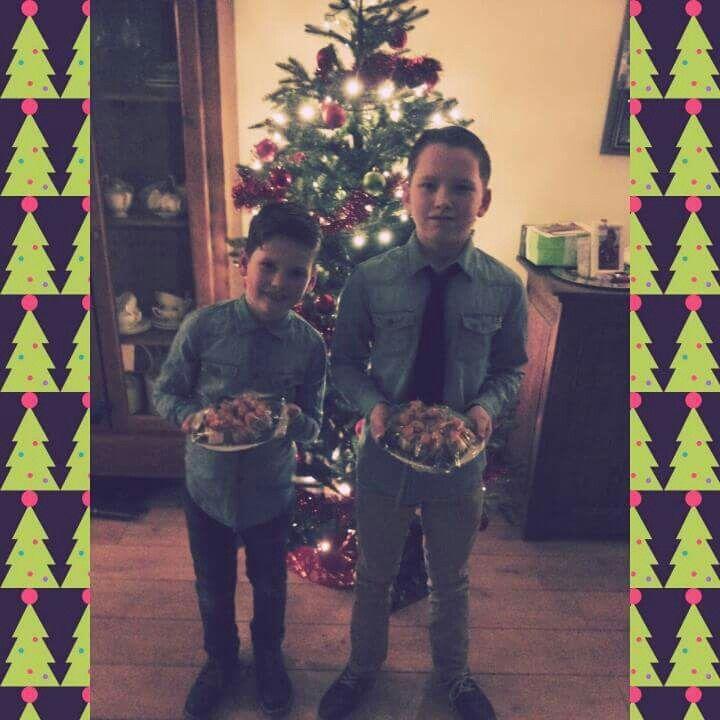 Rennen, vliegen, springen maar de heren zijn op tijd klaar voor kerstfeest op school! #2015