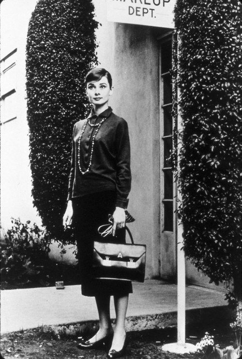 Audrey Hepburn Carrying The Handbag From Love In Afternoon Miss 2018 Pinterest Style And Actresses