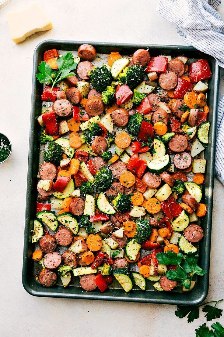 ONE PAN Healthy Italian Sausage & Veggies! Easy and delicious! Great MEAL PREP OPTION! via chelseasmessyapron.com