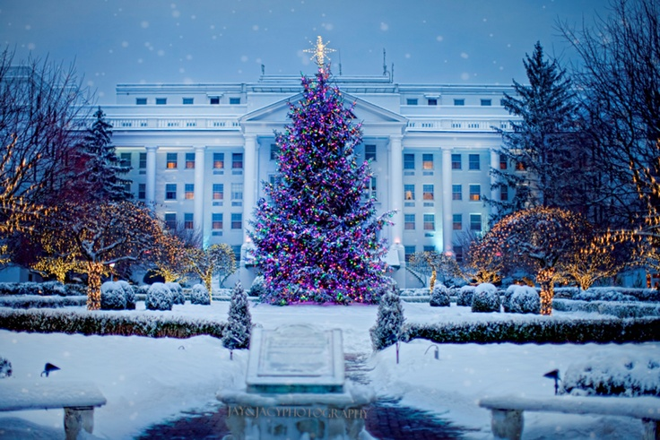 Christmas at the Greenbrier Resort 2010 - Photography by Jay & Jacy Photography at http://jayjacy.com