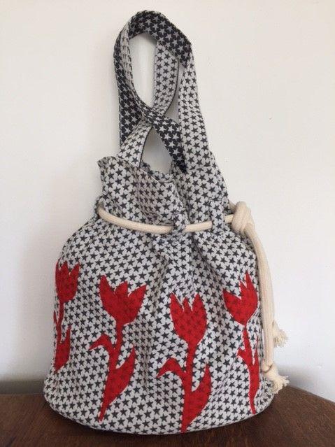 Deze en meer (strand)tassen van Pien Klinkenberg koop je bij Galerie De Reddingbootschuur.