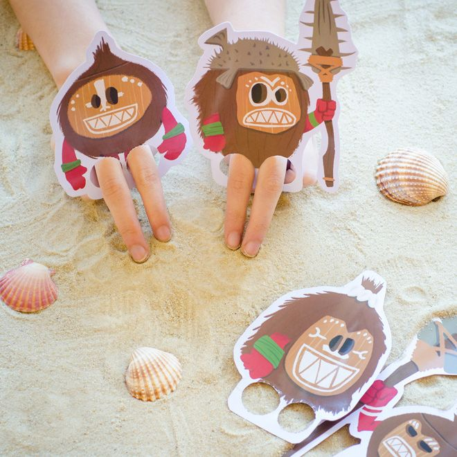 Make your own Kakamora finger puppets with this easy papercraft. Inspired by the crazy coconut-armoured pirates from Moana, this papercraft allows you to mix and match designs to create a whole finger puppet Kakamora army!