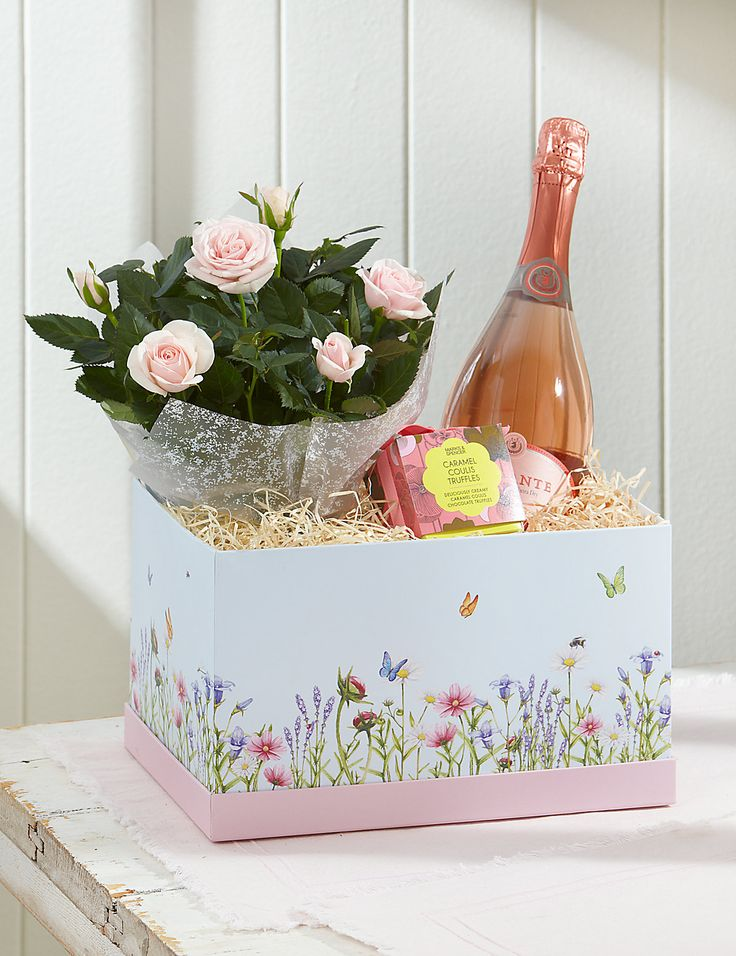 A charming and gorgeous gift perfect for mum, this luxurious hamper box features a pretty botanical design, and is filled with a rose plant and bottle of wine and caramel coulis chocolates.