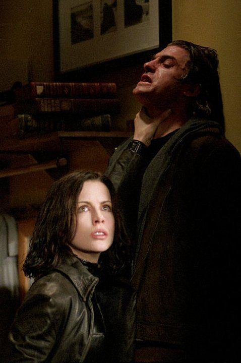 Still of Kate Beckinsale and Scott Speedman in Underworld (2003)