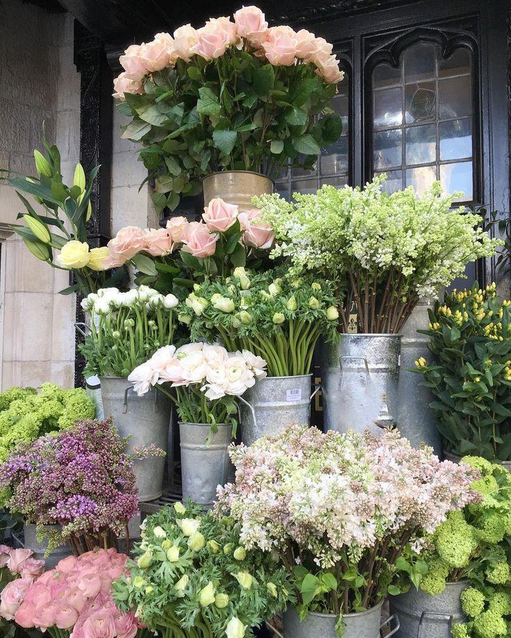 Such a wonderful flower display yesterday at @nikkitibbleswildatheart at @libertylondon #UnderTheFloralSpell