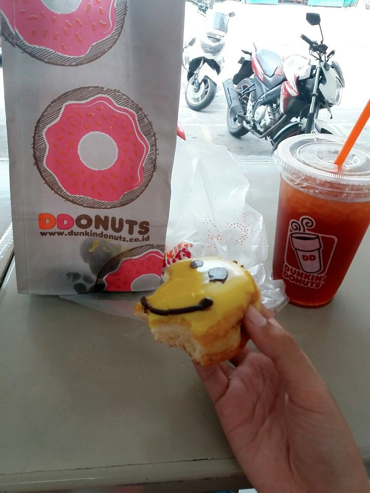 Lunch today Dunkin Donuts and Ice Lemone Tea 😊😚