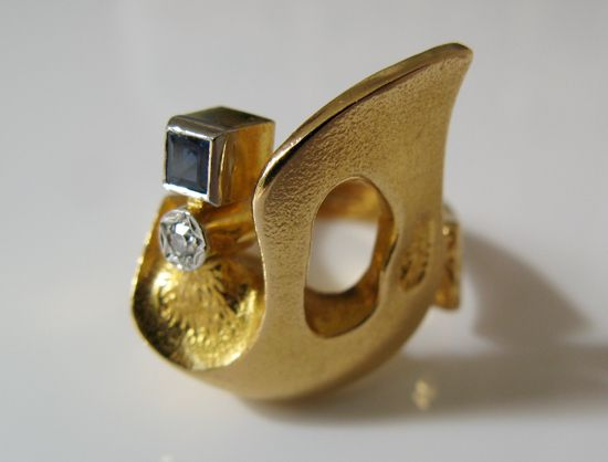 Björn Weckström for Lapponia Jewelry 18k Gold, Diamond and Sapphire ring, c. 1979. | Grasilver.com #Finland