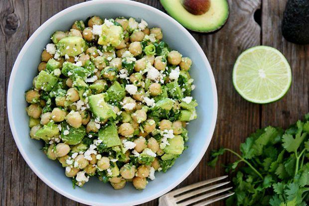 Τα υγιεινά: ρεβίθια με αβοκάντο και φέτα | Κουζίνα | Bostanistas.gr : Ιστορίες για να τρεφόμαστε διαφορετικά