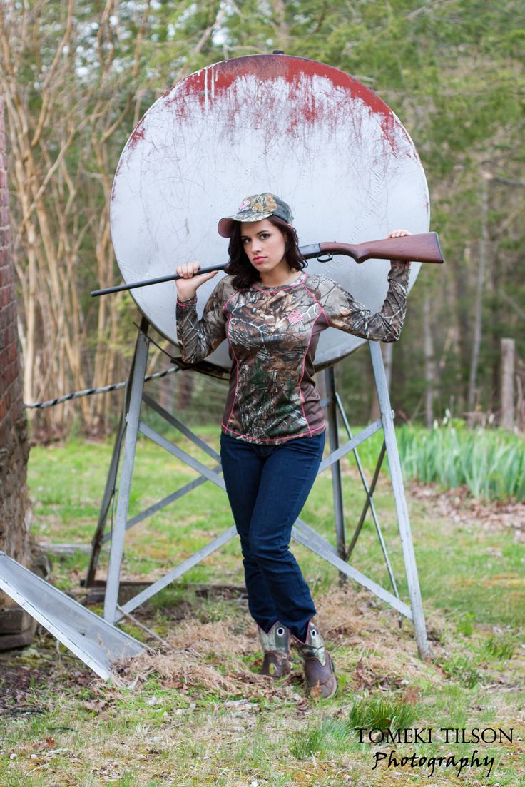 senior girls photos with gun...camo...country girl ...