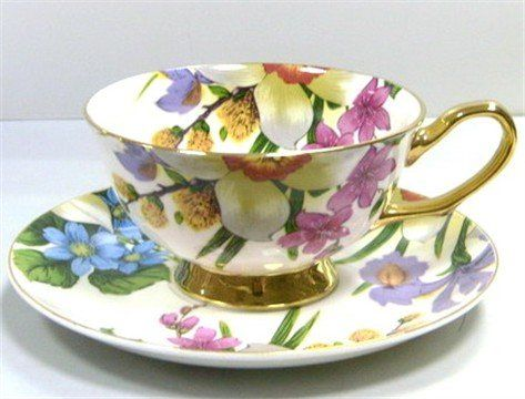 Lovely Teacup overflowing with flowers!