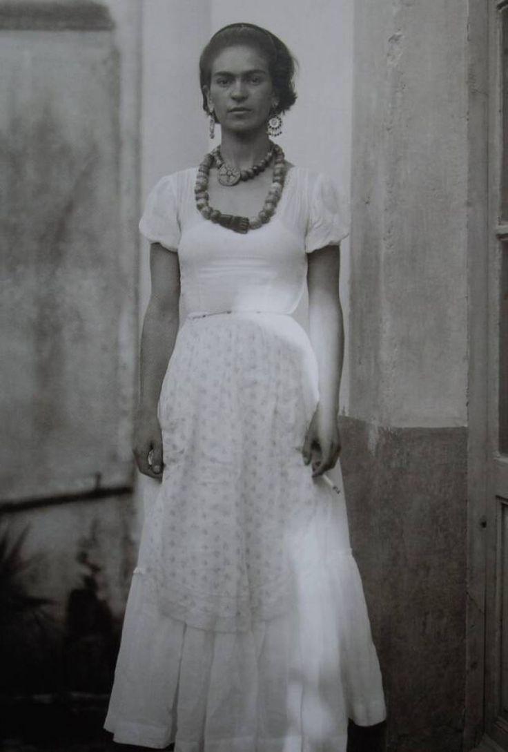 #unique#frida#Το μοναδικό ντύσιμο της Φρίντα - ΜΕΓΑΛΕΣ ΕΙΚΟΝΕΣ - LiFO