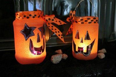 Kreatív ötletek Halloweenra: HALLOWEEN MÉCSES  http://www.hobbycenter.hu/Unnepek/halloween-mecsesek.html
