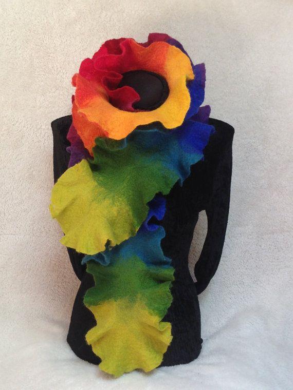 Arco iris fieltro bufanda bufanda de volantes. Disfraz de arco iris.  Bufanda de lana de Merino a mano. Arco iris schal