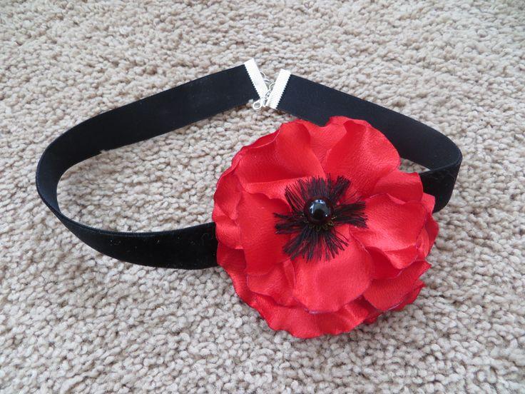 Poppy flower. Necklace. $15