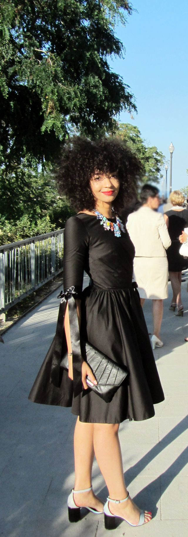 #mercredie #fashion #blogger #geneva #switzerland #blog #mode #inspiration #idees #tenues #outfit #wedding #dress #mariage #robe #coiffure #hair #style #curly #nappy #afro #natural #hair #cheveux #frises #naturels #delphine #noire #manivet #la #redoute #satin #bow #noeud #escarpins #noeuds #zara #2014 #statement #necklace #2013