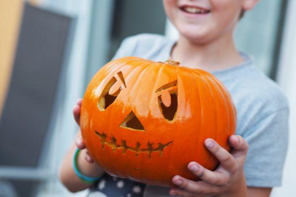 Kinderleichte Anleitung Zum Kurbis Schnitzen Rezept Kurbisse Schnitzen Halloween Kurbis Schnitzen Kurbis Schnitzen Kinder