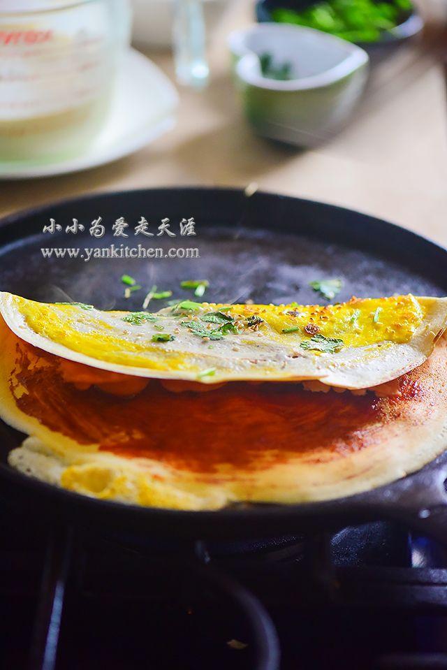 中文: Crepe版煎饼果子 Savory Chinese crepes are widely popular in mainland China. They are usually sold by food trucks or food vendors. One crepe can be done in a couple minutes from start to finish. It is tasty and cooked really fast so that it is a lot of people's breakfast or late night snac