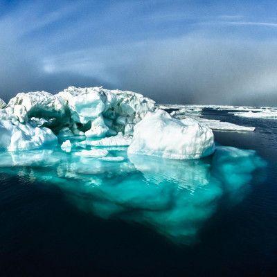 Какой звук можно услышать в непосредственной близости от айсберга? шум пузырьков.
