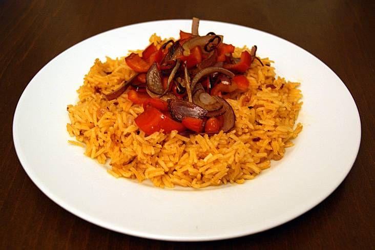Mexicaanse rijst, ontzettend simpel, lekker, en met allerhande zaken goed te combineren.