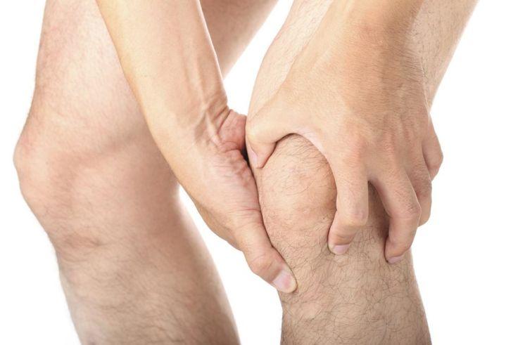 Penyakit asam urat atau gout adalah kondisi yang dapat menyebabkan gejala nyeri yang tidak tertahankan, pembengkakan, dan rasa panas di persendian. Meski semua sendi di tubuh bisa terkena asam urat, namun yang paling sering terserang adalah sendi jari tangan, lutut, pergelangan kaki, dan jari kaki.