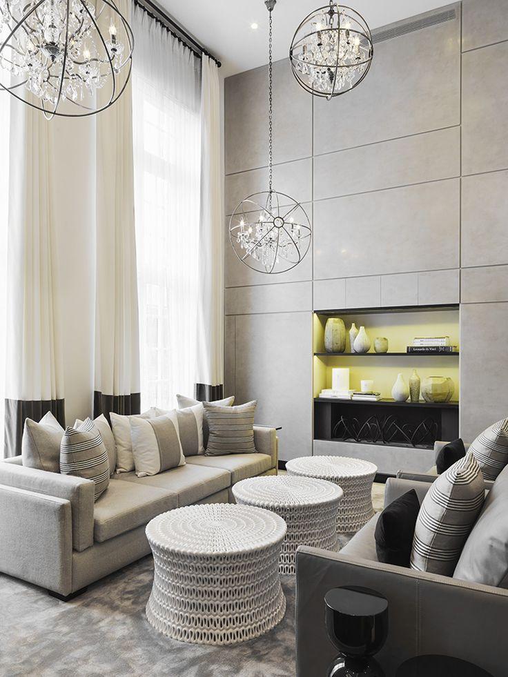 Неоклассика: вдохновляющий стиль в интерьере и 80 лучших дизайнерских воплощений http://happymodern.ru/neoklassika-stil-v-interere-foto/ Небольшие люстры на длинной цепи выигрышно смотрятся в помещениях с высокими потолками