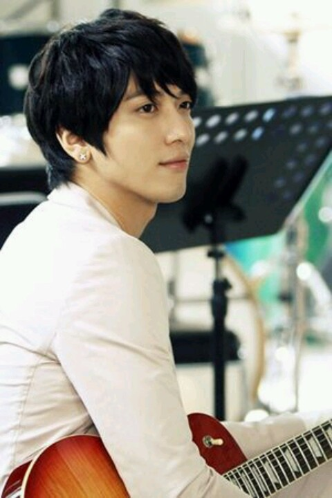 Heartstrings| Yonghwa Le sigh. It needed a better ending for sure, but for now, I'm just happy it turned out ok.