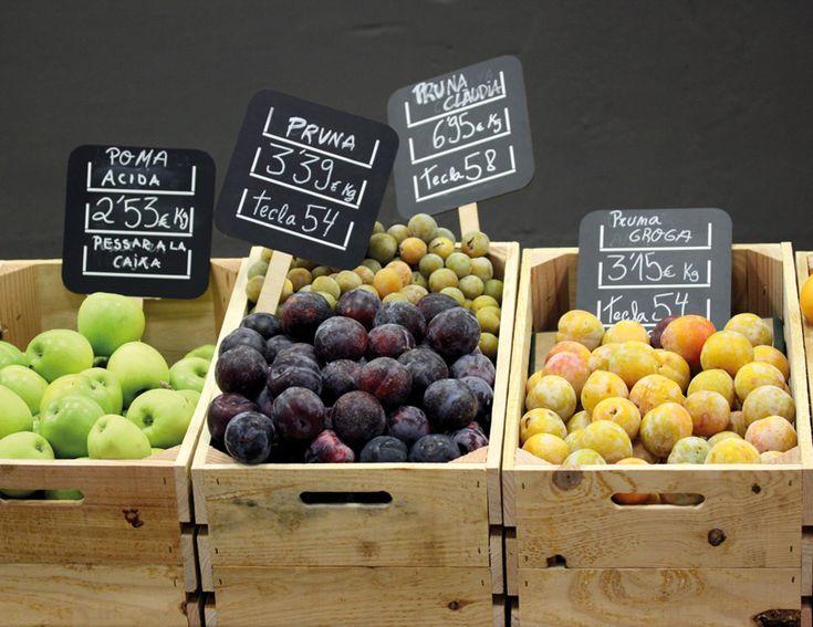 Signage designed by Mayuscula for Spanish organic supermarket Obbio