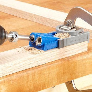 dicas de como usar essa ferramenta ideal para fixar com parafusos:         http://www.woodmagazine.com/woodworking-tips/techniques/joinery/f...