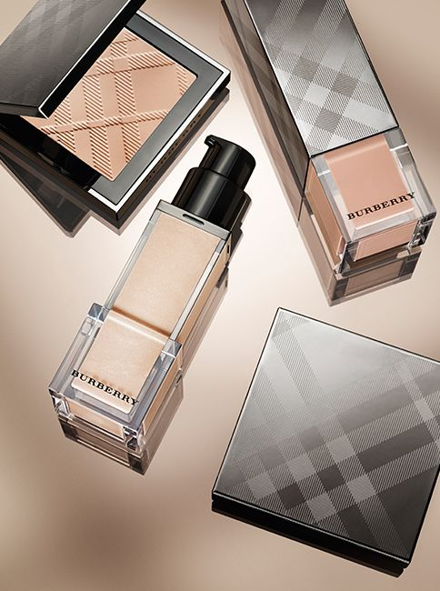 Flawless skin – new Fresh Glow Fluid, Compact foundations and Nude Glow powder