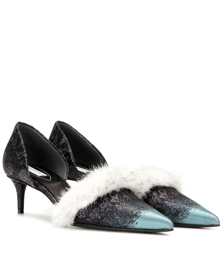 Mitternachtsblaue Kitten-Heel-Pumps mit Nerz By Balenciaga