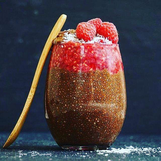 Cacao Chia puding dengan Raspberry Bahan 2 cangkir susu non-dairy 1/2 cangkir biji chia 3 sdm sirup maple 3 tba bubuk kakao 1/4 sdt ekstrak vanilla 1 cangkir raspberry hancur arah 1. Tambahkan semua bahan Anda ke mangkuk tidak termasuk raspberry aduk rata dan diamkan dalam lemari es semalam (atau setidaknya 5 jam) 2. Tempatkan chia puding dalam piring pilihan. Tambahkan raspberry pecah hiasi dengan serpih kelapa dan #threebunnies enjoy . . . Tag your friends n follow for more recipe…