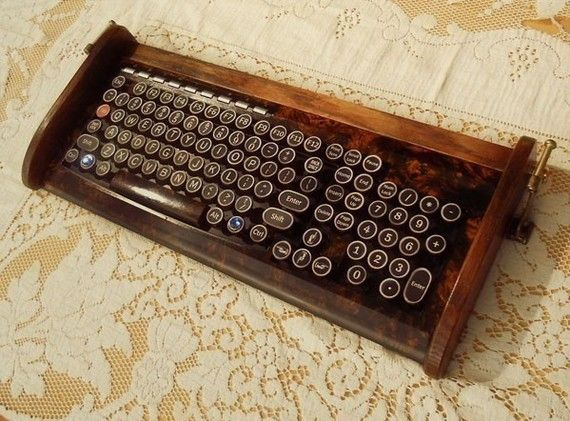 Ring In The Steampunk Decor To Pimp Up Your Home: Antique Looking Keyboard