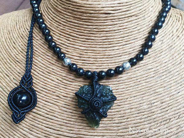モルダバイトとギベオン隕石で編み込んだマクラメ隕石コンビネックレス!!ネックレス部分にはシュンガイトを使いました。