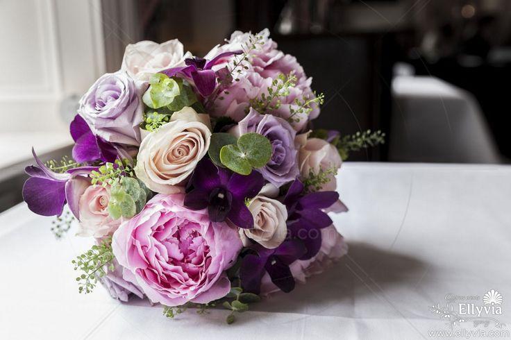 Легкий и мечтательный, розово-сиреневый букет невесты.