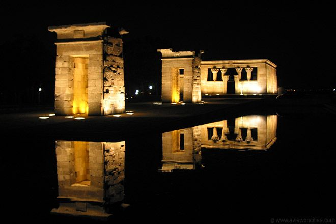 Templo de Debod por la noche, Madrid.  Egyptian government gave this to Spain as a gift.  Not far from my old neighborhood in Moncloa, beautiful spot to visit at night!