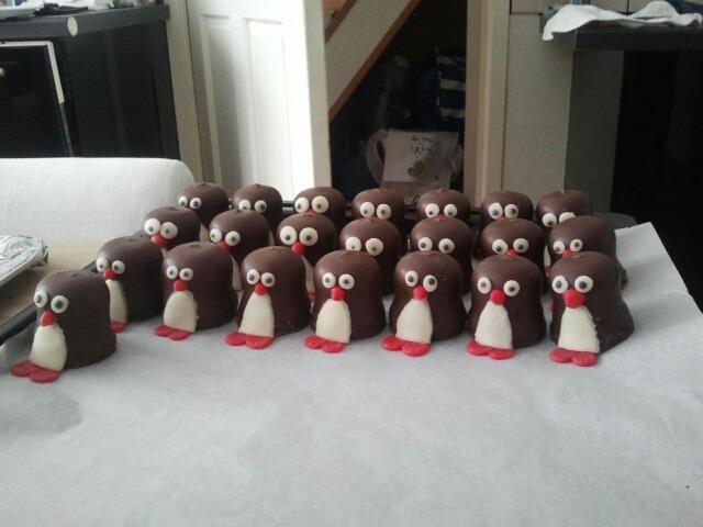 "pinguins! Marzipan and ""kisses""(dutch zoenen)"