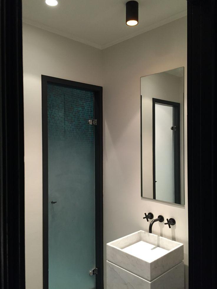 black and white bathroom contemporan marble