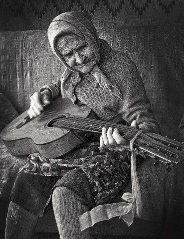 Awesome Romanian Musician __ Up in Years, Gypsy Influence Guitar Hero