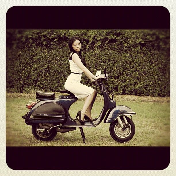 sweetheart  | #vespa #lady #scooter #italy #indonesia #girlfriend #instagramhub #iphonesia #love #garden