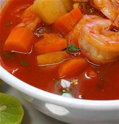 Si ntete en la playa con este exquisito caldo de camarones for Mexican fish soup recipe
