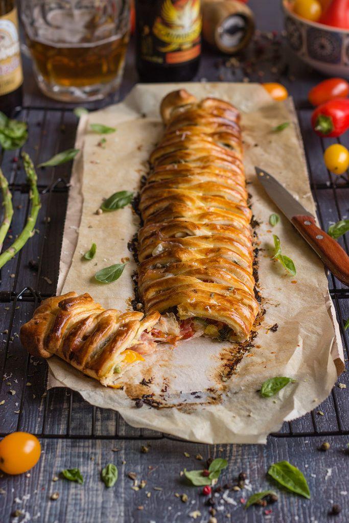 Trenza de hojaldre {rellena de tomatitos, mozzarella y albahaca}
