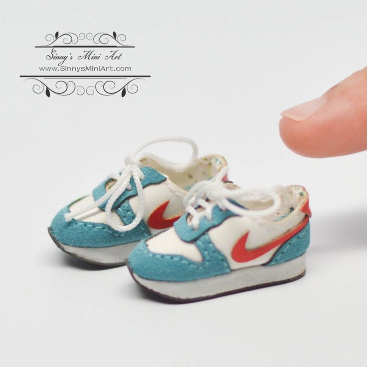 1:12 Dollhouse Miniature Sports Shoes