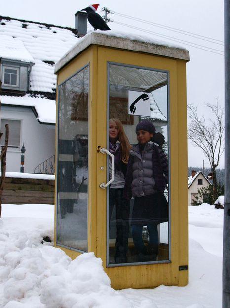 Eckige, gelbe Telefonzelle | Ufoport Glufenteich