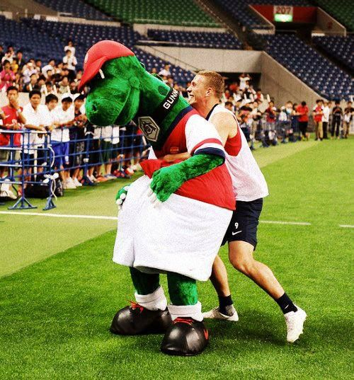 Podolski Takes on Gunnersaurus.