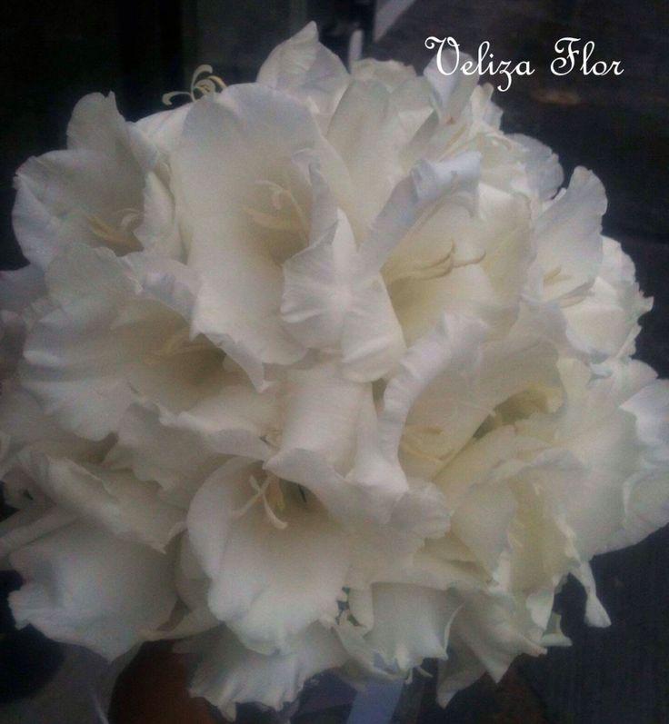 Ramo de novia en color blanco.  Gladiolo
