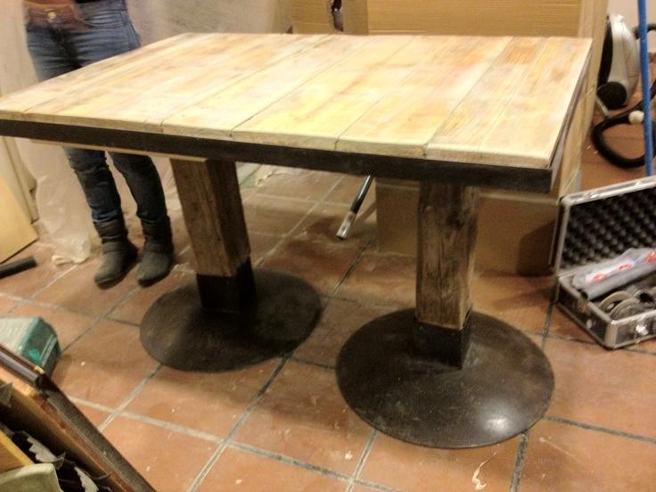 Mesas para el restaurante Mixturas, Madrid  Madera, vigas y discos de arado recuperados