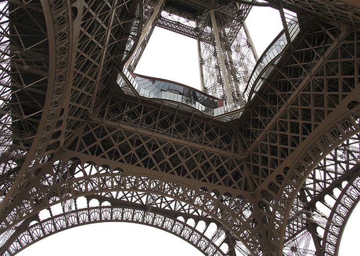 Última remodelación del monumento ícono de París incorporó mejoras medioambientales.  LaTorre Eiffelincorporódos turbinas eólicas de eje vertical a unos 122metros sobre el nivel del suelopara aprovecharel viento que hay en la ciudad de París.Su función será producir unos 10.000…