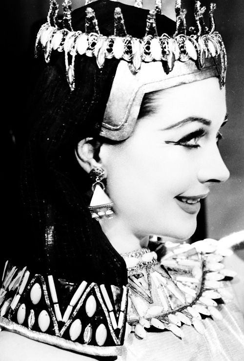 hollywoodlady:  Vivien Leigh as Cleopatra